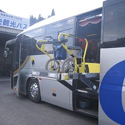 車イスのままで乗降可能リフトバス